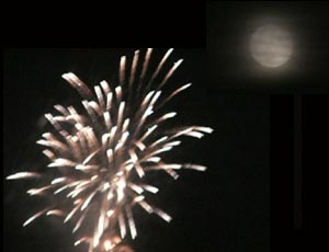 写真は合成です。月はもうちょっと離れてました。